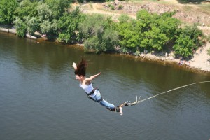 Прыжки с моста в Запорожье и Одессе
