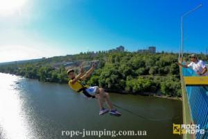 Прыжки с моста на резинке в Украине